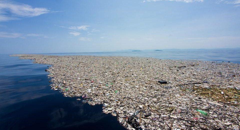 plastic-pollution_oceans-3-960x520.jpg